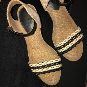 Shoes - LuckyBrand wedges